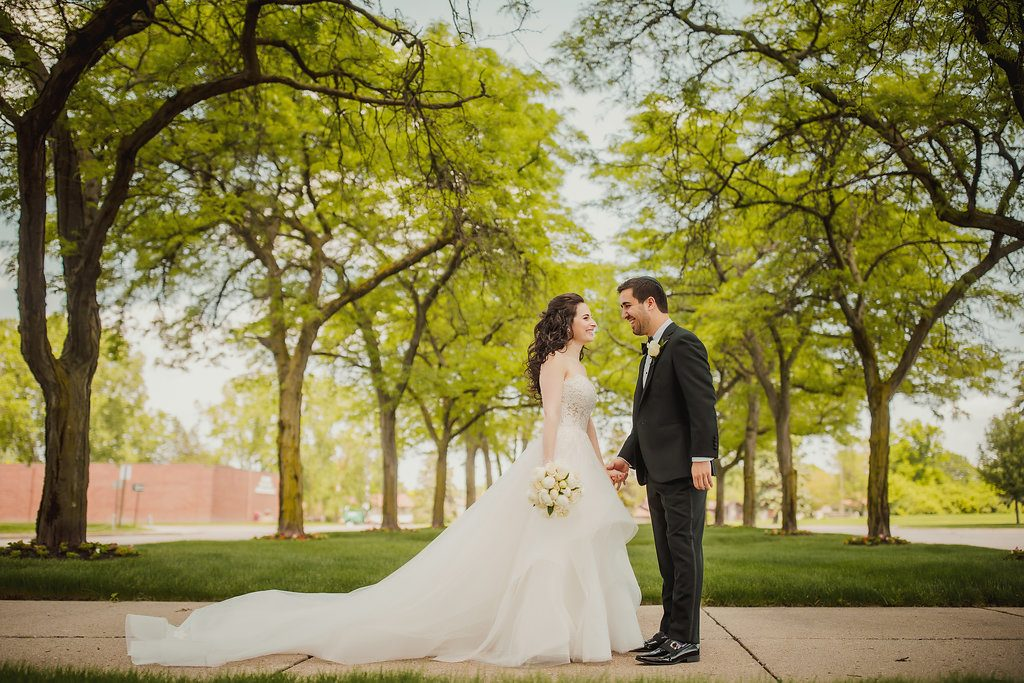 An elegant wedding honoring tradition at Congregation Shaarey Zedek - Leah E. Moss Designs