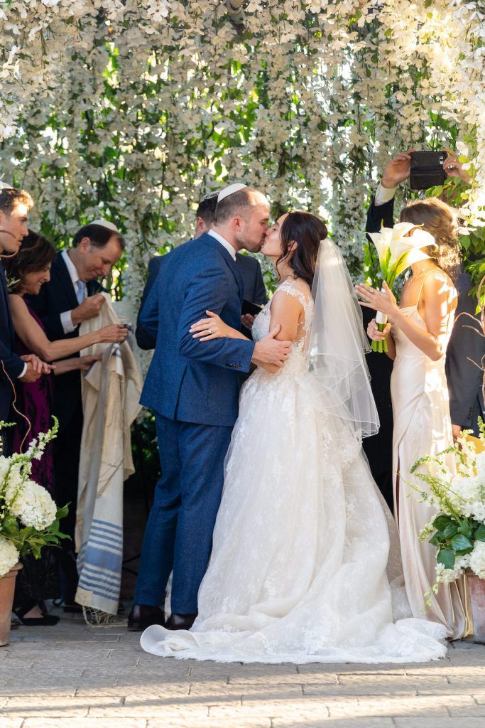 First kiss - Greenery-filled Planterra wedding - Leah E. Moss Designs