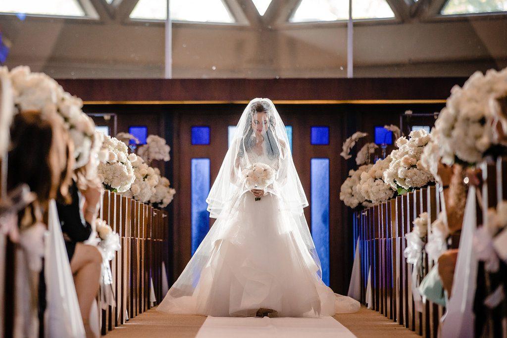 An elegant wedding honoring tradition at Congregation Shaarey Zedek - Leah E. Moss Designs